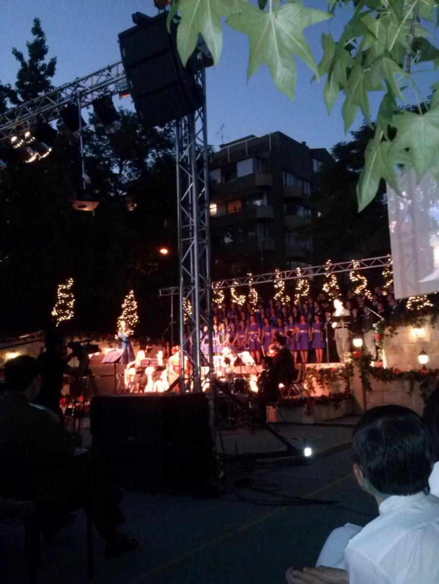 Christmas Devotional in Santiago,  Chile- cr. FashionPoliceCh (3)